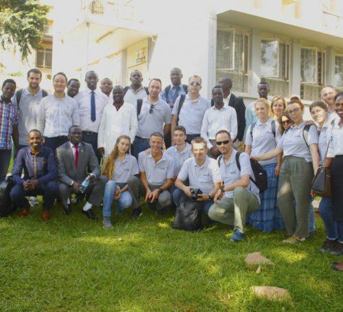 Οι Έλληνες ιατροί που εκπαιδεύουν δωρεάν συναδέλφους τους στην Ουγκάντα